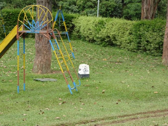 Leikkipuisto ja tiiboxi.jpg